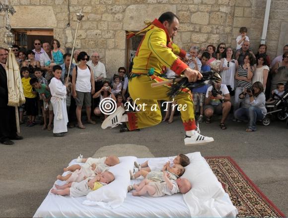 Прыжки через младенцев