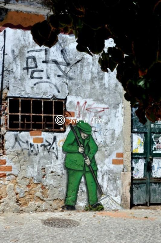 В Португалию нелегально